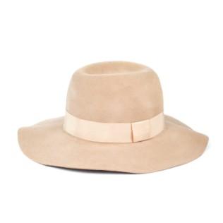 Filcowy kapelusz z dużym rondem